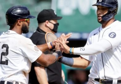 Tigers rally in the 7th to sweep past Royals, 6-5